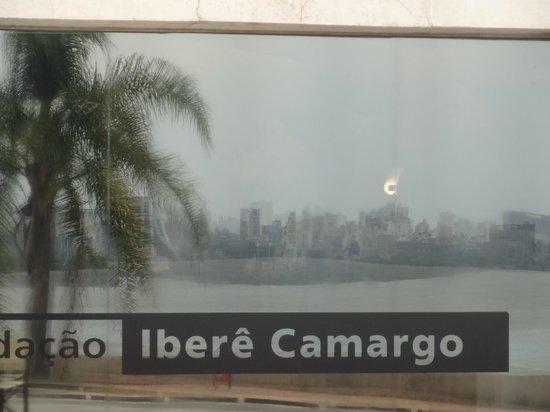 Fundacao Ibere Camargo : Centro de Porto Alegre visto da Fundação