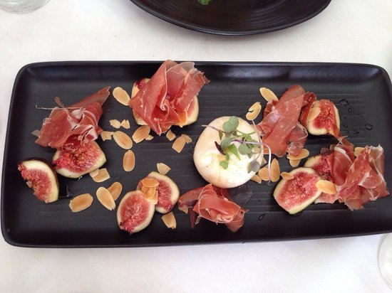 Rickys River Bar + Restaurant : Burrata prosciutto figs drizzled with honey and almonds