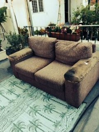 Villa Vilina Oasis in Neve Tzedek: couch on the terrace