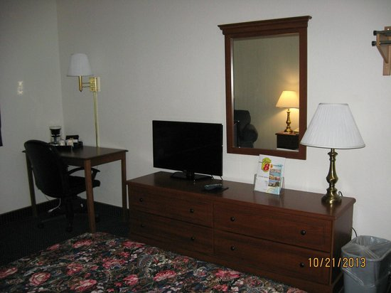Super 8 Greenfield: Spotless room