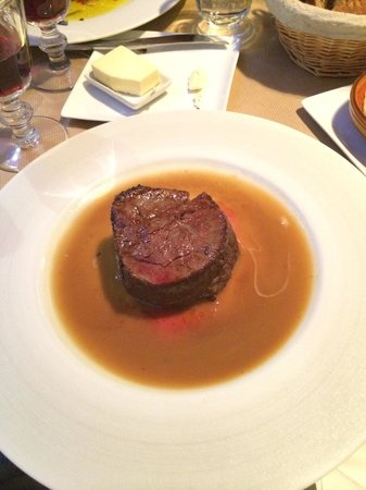 Le Petit Nicois: Most delicious filet...came with the BEST mashed potatoes