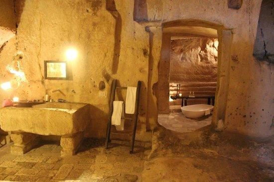 Sextantio Le Grotte della Civita : Ванная