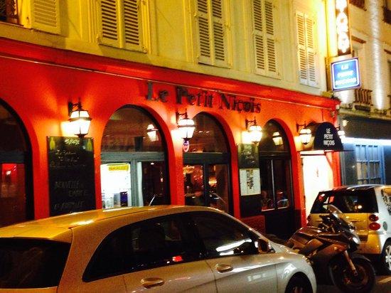 Le Petit Nicois: Outside view...❤️❤️❤️❤️ this place