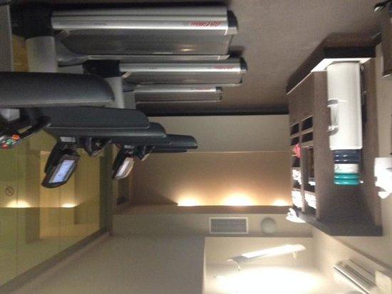 The Westin Edmonton : One area with gym equipment