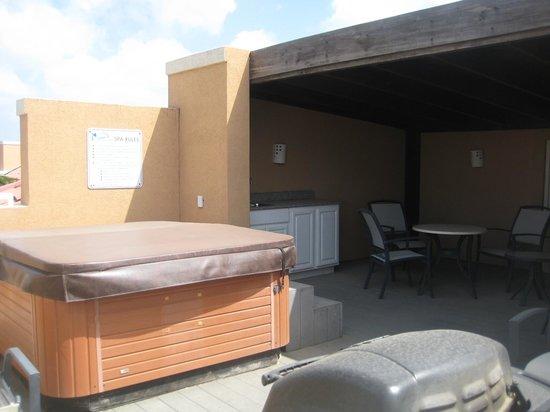 Divi Village Golf and Beach Resort: Roof Top Hot Tub & Kitchen