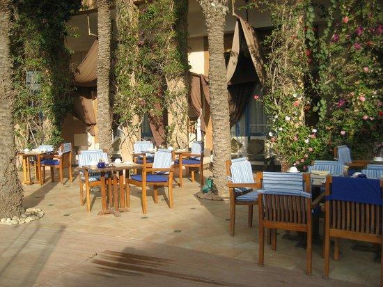 Le Medina Essaouira Hotel Thalassa Sea & Spa - MGallery Collection: resto piscine
