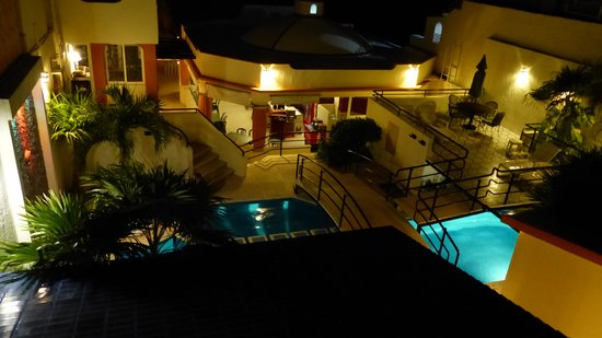 Playa Maya: Hotel At Night