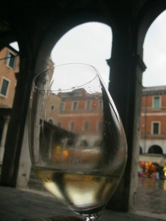 Osteria Bancogiro: Glass almost empty; spirit fulfilled...