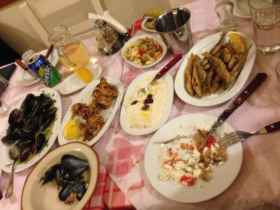 Tsipouradiko Santorinis: BEST TSIPOURO-RESTAURANT IN SANTORINI!!