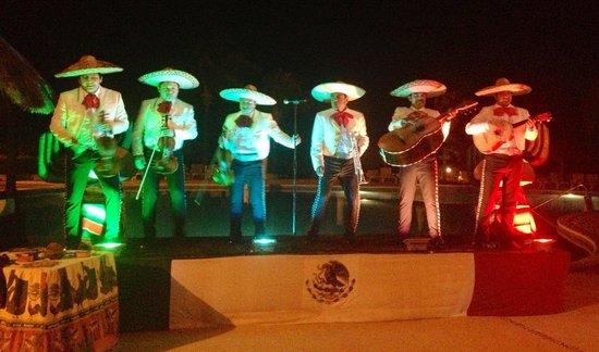 Catalonia Yucatan Beach: Mariachi band on Mexican night