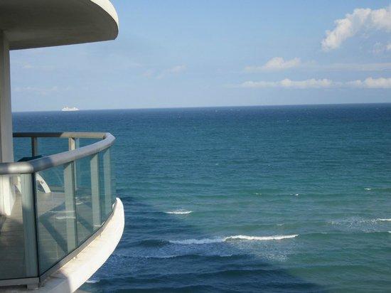 Marenas Beach Resort: Room 1001B view (10th floor)