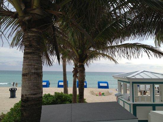 Marenas Beach Resort: Walking onto the beach