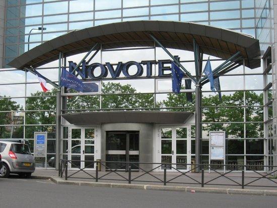 Novotel Paris 14 Porte d'Orléans : entrée de l'hôtel