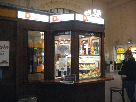 Holiday Inn Helsinki City Centre: donut Shop in Central Station