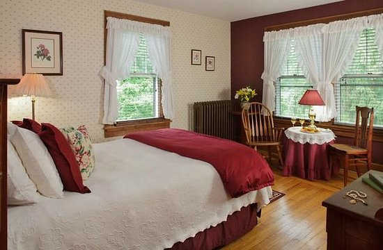 White Oak Inn Bed and Breakfast : The Cherry Room