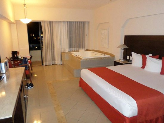Crown Paradise Club Cancun : Our amazing room :) crown club room. 8th floor 2nd tower 2821