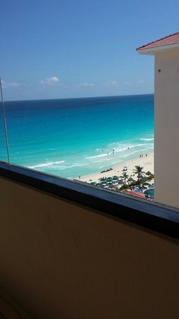 Crown Paradise Club Cancun : View from front door of room :)
