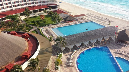 Crown Paradise Club Cancun : Our view from balcony