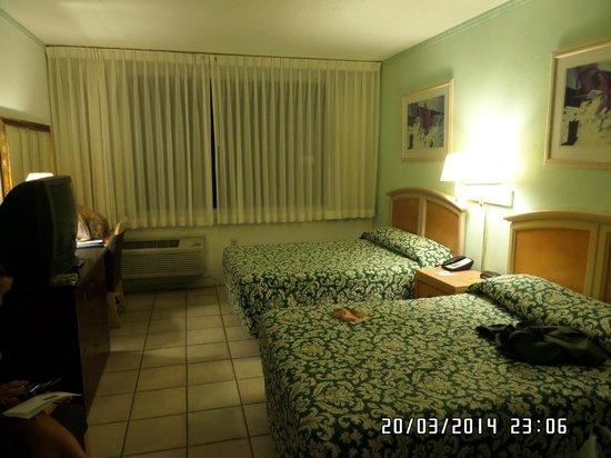 Miami Beach North Plaza Hotel : habitacion amplia