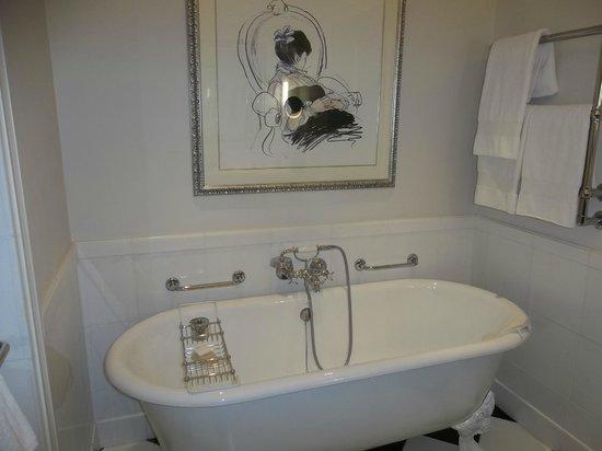 The Savoy : River View Suite Bathroom 714
