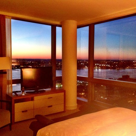 Trump SoHo New York: One bedroom executive suite bedroom floor 41