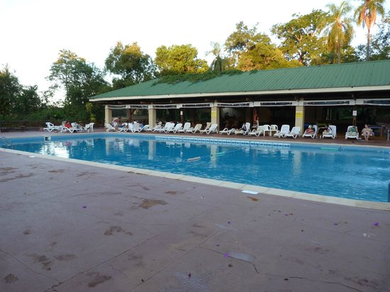 Raices Esturion Hotel : Piscina con bar