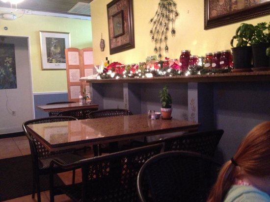 Cafe Zuppina: Dining room. 5 tables for 4 and two smaller tables for 2 or 3.