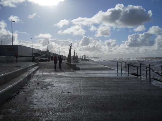 Cleveleys Front: Mid-winter and the famous foam of Cleveleys