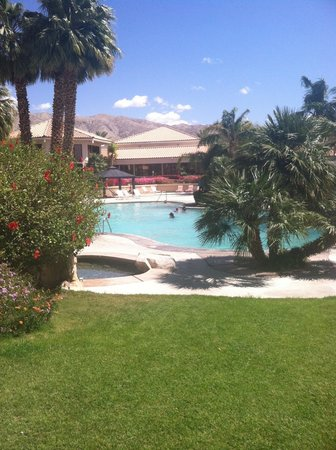 Miracle Springs Resort and Spa: Resort photo facing restaurant