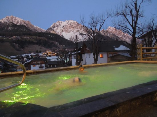 Excelsior Dolomites Life Resort: piscina esterna