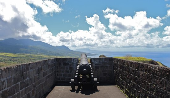 Island Paradise Tours : Cannon on the fortress.