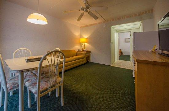 Le Voyageur Motel: Type C Suite