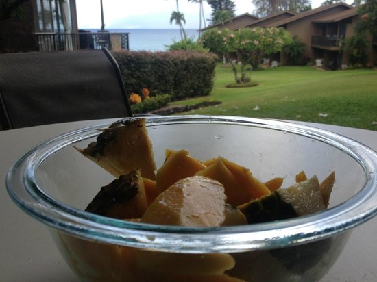 Polynesian Shores Condominiums: Breakfast on the lanai!