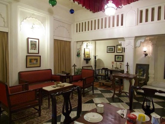 Hotel Ganges View : View of the Dining Room and Communal Table