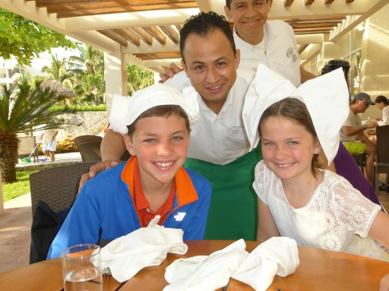 Grand Park Royal Cancun Caribe: Victor - Best serve in Cocay Restaurant
