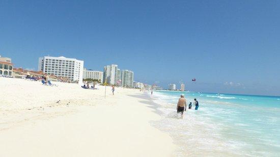 Grand Park Royal Cancun Caribe: Awesome Beach