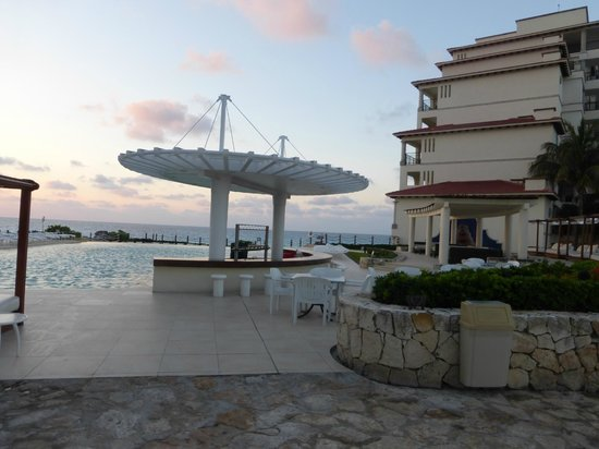 Grand Park Royal Cancun Caribe: Infinity Pool