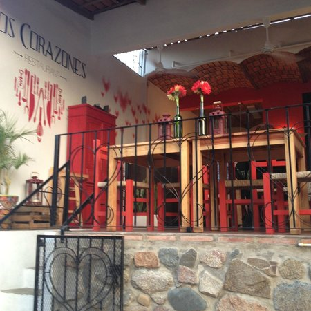 Los Corazones Restaurant: View from the street