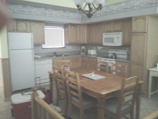 Bryan's Spanish Cove : kitchen
