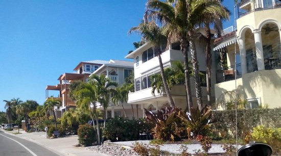 Siesta Beach Key S Rd Is Dotted With Abodes From Diffe Eras But Many