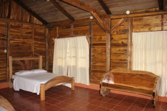 Hotel y Restaurante El Canto del Tucan: La vista interna de nuestra cabaña 1