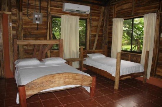Hotel y Restaurante El Canto del Tucan: Nuestras cabañas con su amplio espacio