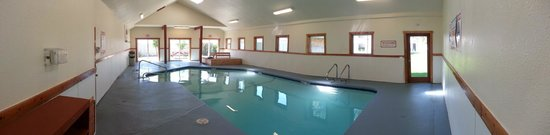 Breakers Hotel and Condo Suites: Indoor Pool