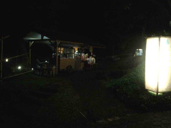 Lembang Asri: warung hotel