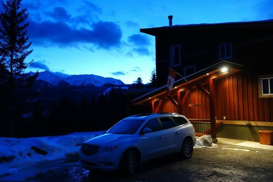 Cedar House Restaurant & Chalets: The Sun Suite is the ground floor of this building, with great views of the mountains