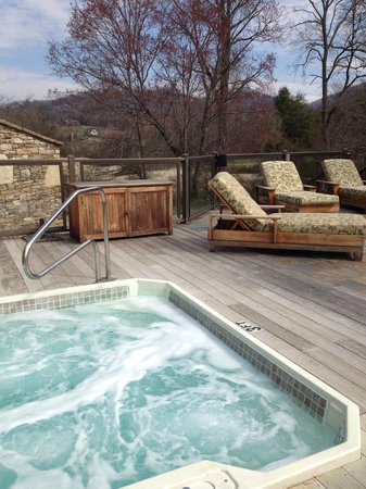 Brasstown Valley Resort & Spa: Outside Lounge Area