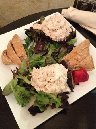 Brasstown Valley Resort & Spa: Chicken and Tuna Salad Plate