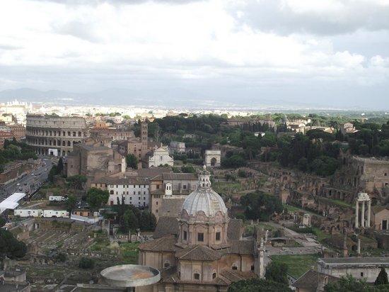 Rome, Italie : Roma vista do terraço do Vittorio Emanuele