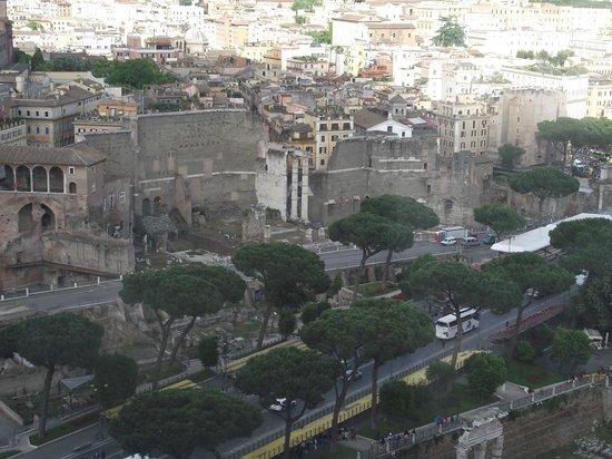 Roma dal Cielo   Terrazza delle Quadrighe: Fórum romano visto do terraço