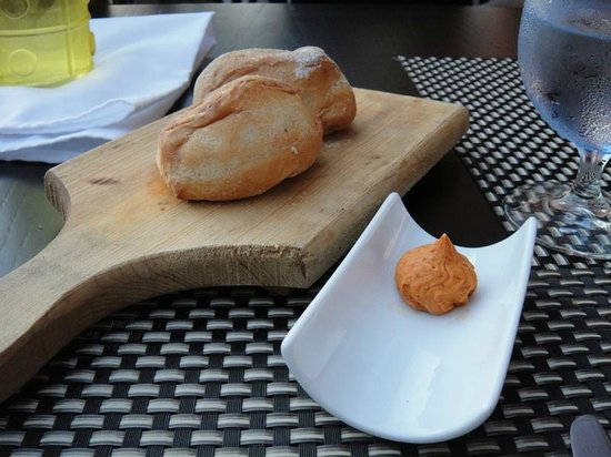 Taste Restaurant at Casa Cupula: rolls and spicy butter